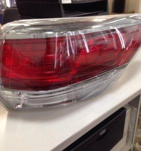 Тойота Хайлендер. Задний внешний правый фонарь.