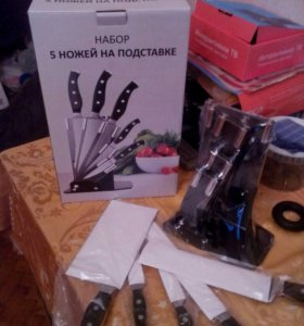 Набор из 5 ножей на подставке