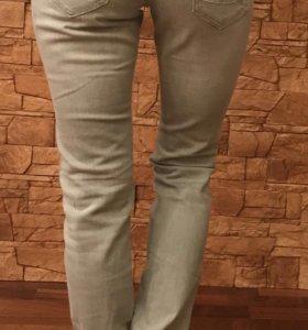 Новые джинсы с биркой 46 размер