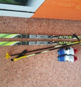 Лыжи с ботинками и палками для мальчика