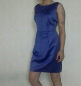 Атласное приталенное платье