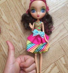 Очень красивая кукла