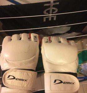 Продам перчатки боксерсикие