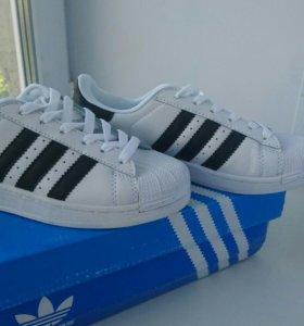 Продам новые кросовки