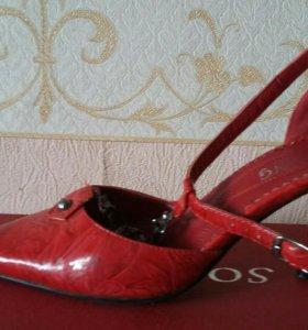 Туфли красные на каблуке.Размер 36.