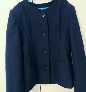 Школьный форменный пиджак на девочку 34-36 р новый