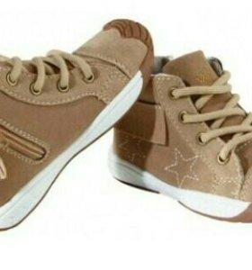 Новые ботинки р.25