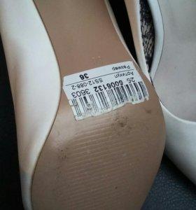 Туфли белые 36р