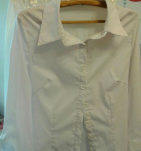 Рубашка белая.