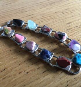 Браслет с разноцветными камнями