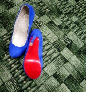 Туфли женские , замшевые.