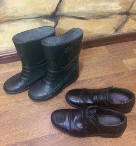 Сапоги резиновые и туфли кожаные