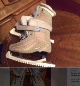 Коньки женские фирменные Nike размер 38.5-39