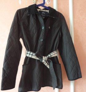 Стильная куртка с тоненьким синтепоном.