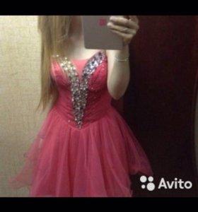 Розовое платье со камнями