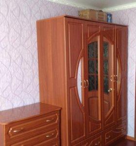 Спальный гарнитур 18000 руб