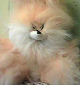 Детская игрушка заяц ждет своего друга