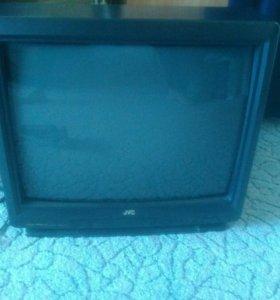 Телевизор с пультом и дом. антенной.