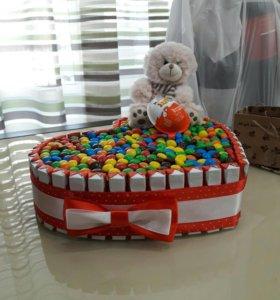 Торт из шоколада и конфет