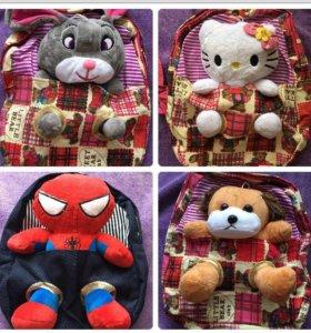 Детские рюкзаки с игрушкой.