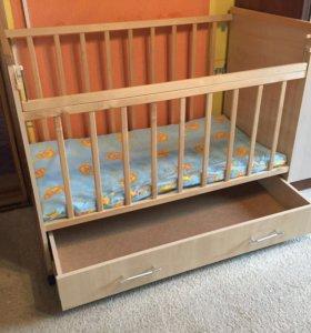 Детская кроватка с выдвижным комодом