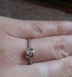 Золотое кольцо с бриллиантом 585 р 18,торг