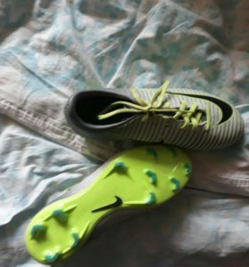 Сороконожки Nike Mercurial.