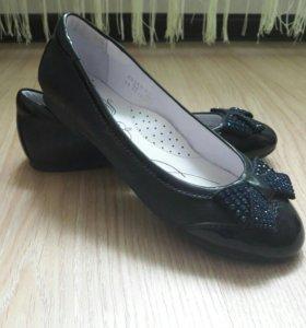 Очень красивые кожаные туфли Kapika 34 размер