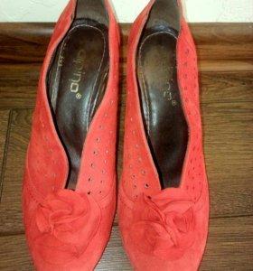 Красные туфли.