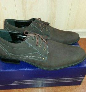 Новые кожаные туфли. 40 размер.