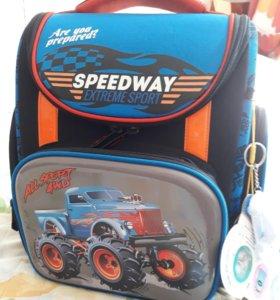 Рюкзак для школьника новый