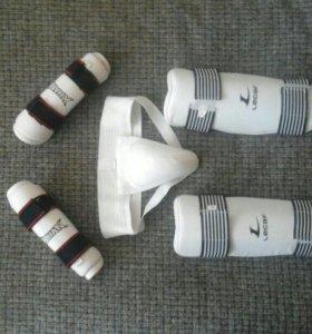 Комплект защиты для занятий тхэквондо