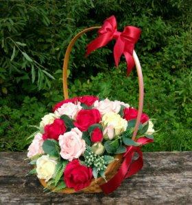 Подарки ручной работы с конфетами внутри цветов и