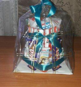 Сладкий подарок, торт из киндеров