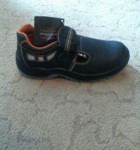 Ботинки нов. 42 размер