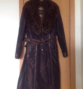 Пальто с воротником из натурального меха