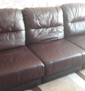 Кожаный диван и кресло. Срочно!