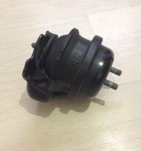 Опора двигателя правая Suzuki Grand Vitara 2.4