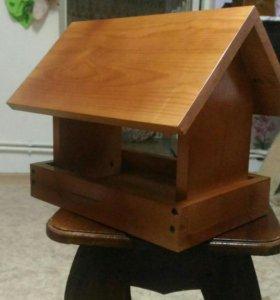 Изготавливаю из дерева- табуреты, столы, подставки