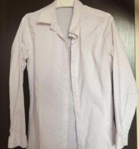 Школьна белая рубашка