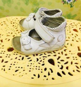 Детская ортопедическая обувь ботинки, сандали 18 р