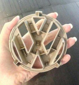 Эмблема решетки радиатора VW