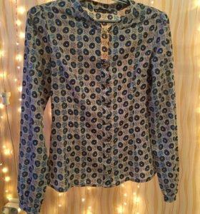 Блузка с синими цветами
