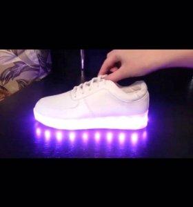 Светящейся кроссовки
