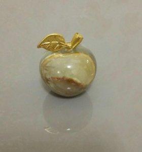 Фигурка яблоко