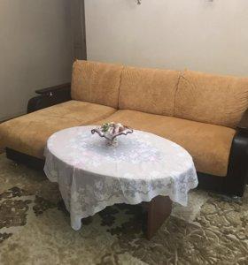 Новый диван с овальным столиком