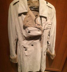 Бежевое пальто Armani