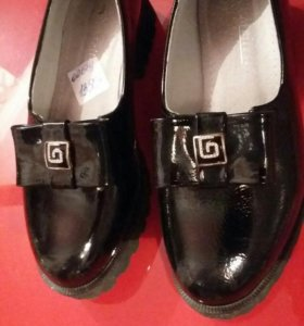 Туфли для девочки , размер 31. Лак.