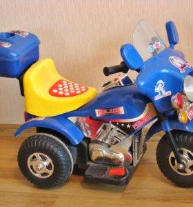 Мотоцикл трехколесный на аккумуляторе