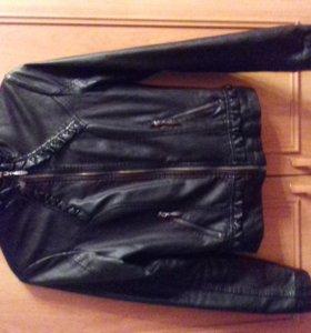Кожаная черная женская куртка